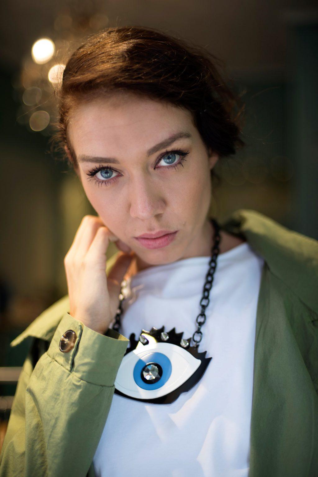fashion portrait blue eyes candice maury